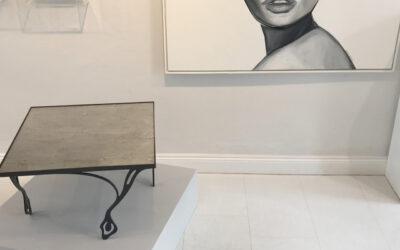 Tisch DE·AURO-Ausstellung
